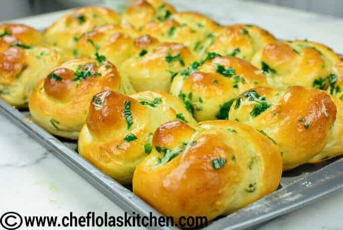 How To Make Garlic Bread (Garlic Knots)