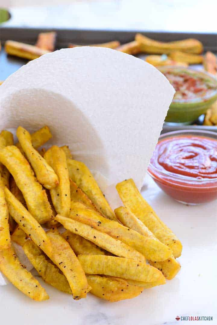Treat yourself with theses perfectly crispy, delicious and easy to make plantain fries.