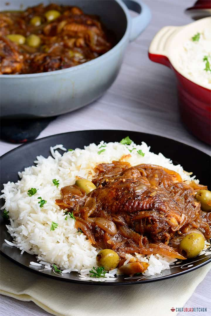 yassa au poulet served over white rice in a black plate